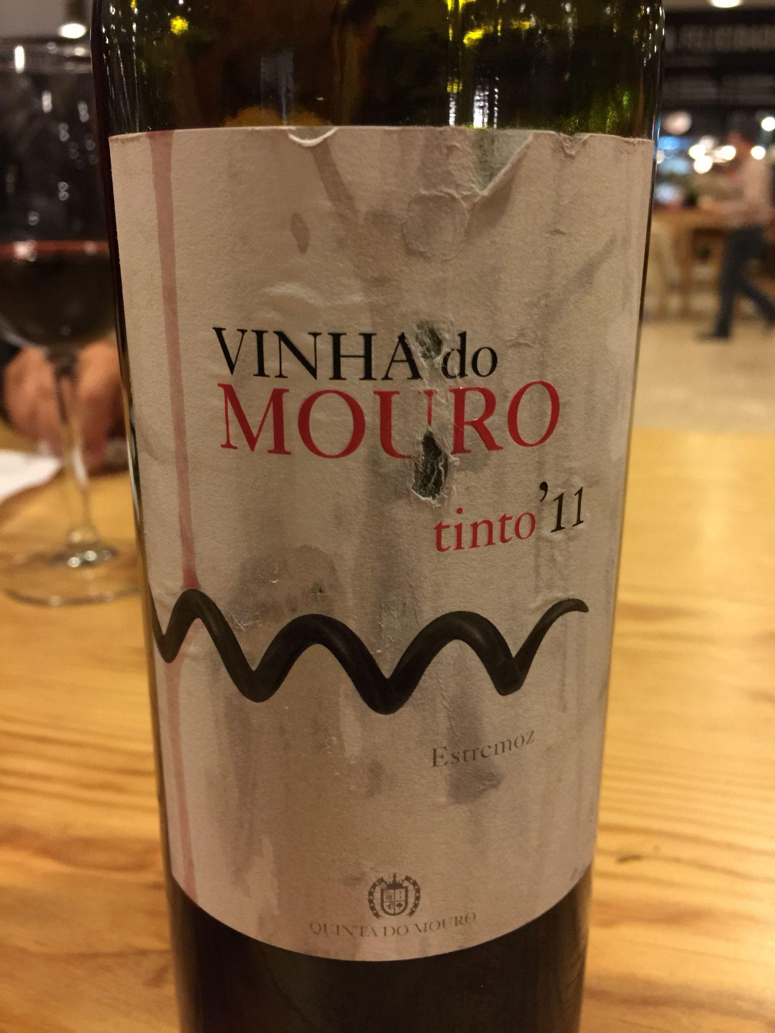 Vinho regional Alentejano, com denominação de origem controlada (DOC).  Ótimo para acompanhar frios.