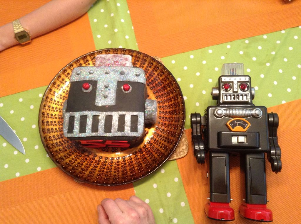 Pastel fondant cara de robot