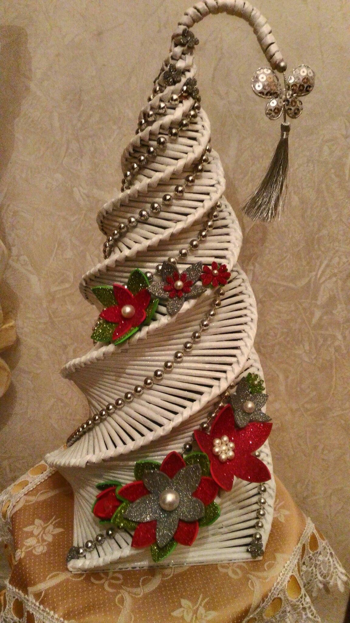 Albero Di Natale Con Cannucce Di Carta.Albero Intrecciato Con Cannucce Di Carta Alberi Di Natale Di Carta Artigianato Natalizio Carta Di Natale