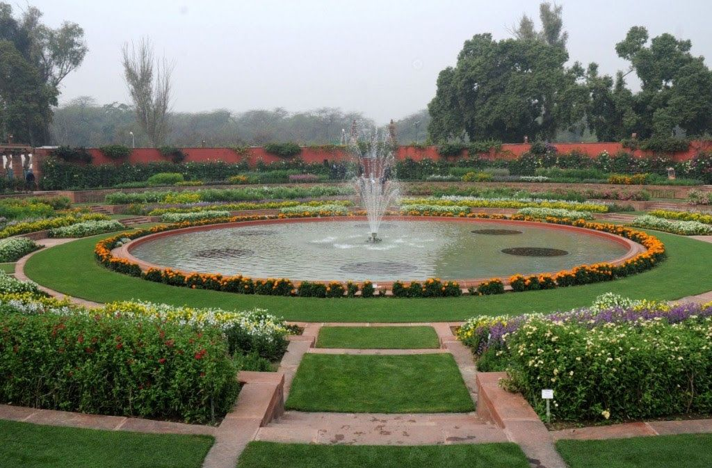 Mughal Gardens Best Place To Visit In Delhi With Family Cool Places To Visit Romantic Places Places To Visit