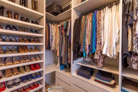 Closet feminino closets modernos por camila chalon arquitetura