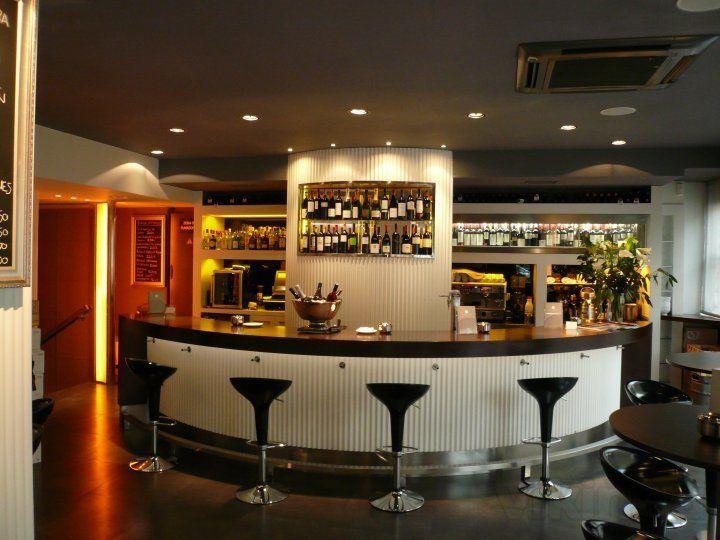 Barras restaurantes modernos google search barra - Barras de bar para salon ...