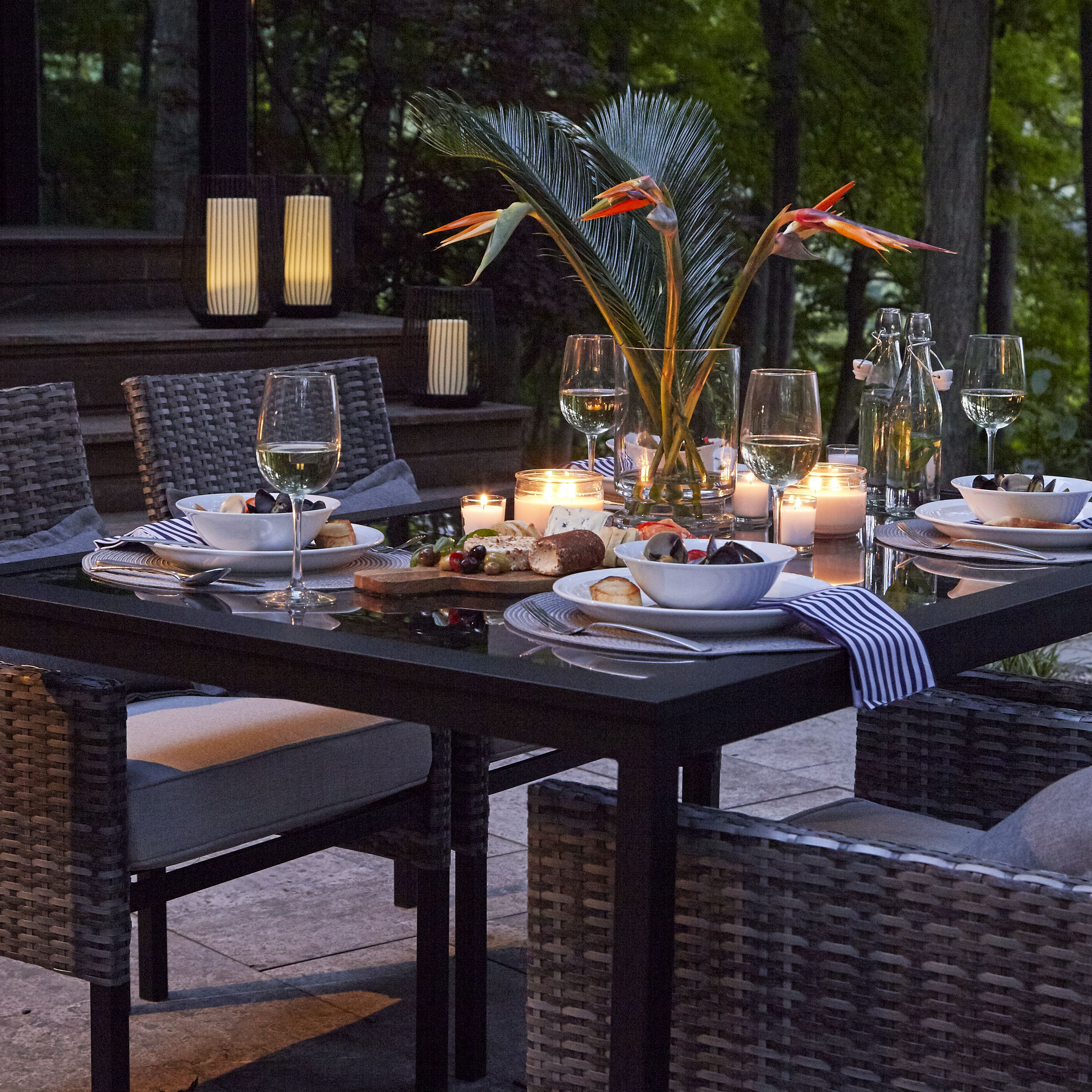Outdoor Dinners Ftw Host In Style With The Sarasota Dining Set