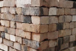 550+ Reclaimed Cream City Bricks... would be AMAZING for paths around the house...