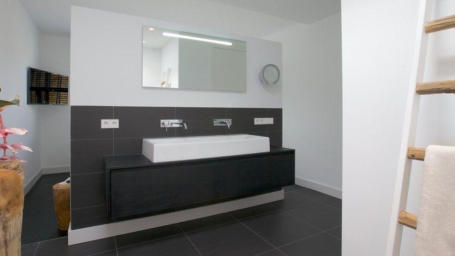 Badkamermeubel Onder Wastafel : Maatwerk badkamermeubel voorzien van laden onder de wastafel