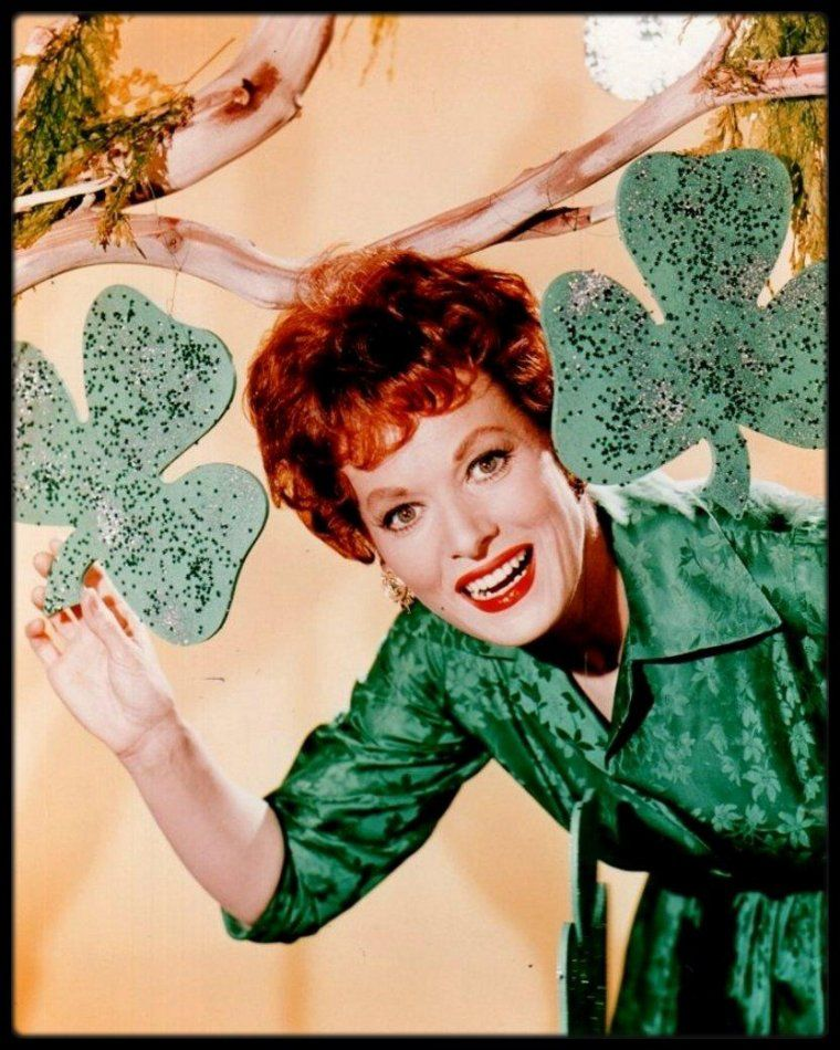 Patrick's Day from Maureen O'Hara Golden Age Of Hollywood, Vintage Hollywood, Hollywood Stars, Classic Hollywood, Hollywood Glamour, Hollywood Actresses, Jennifer Jones, Maureen O'hara, Irish Eyes Are Smiling