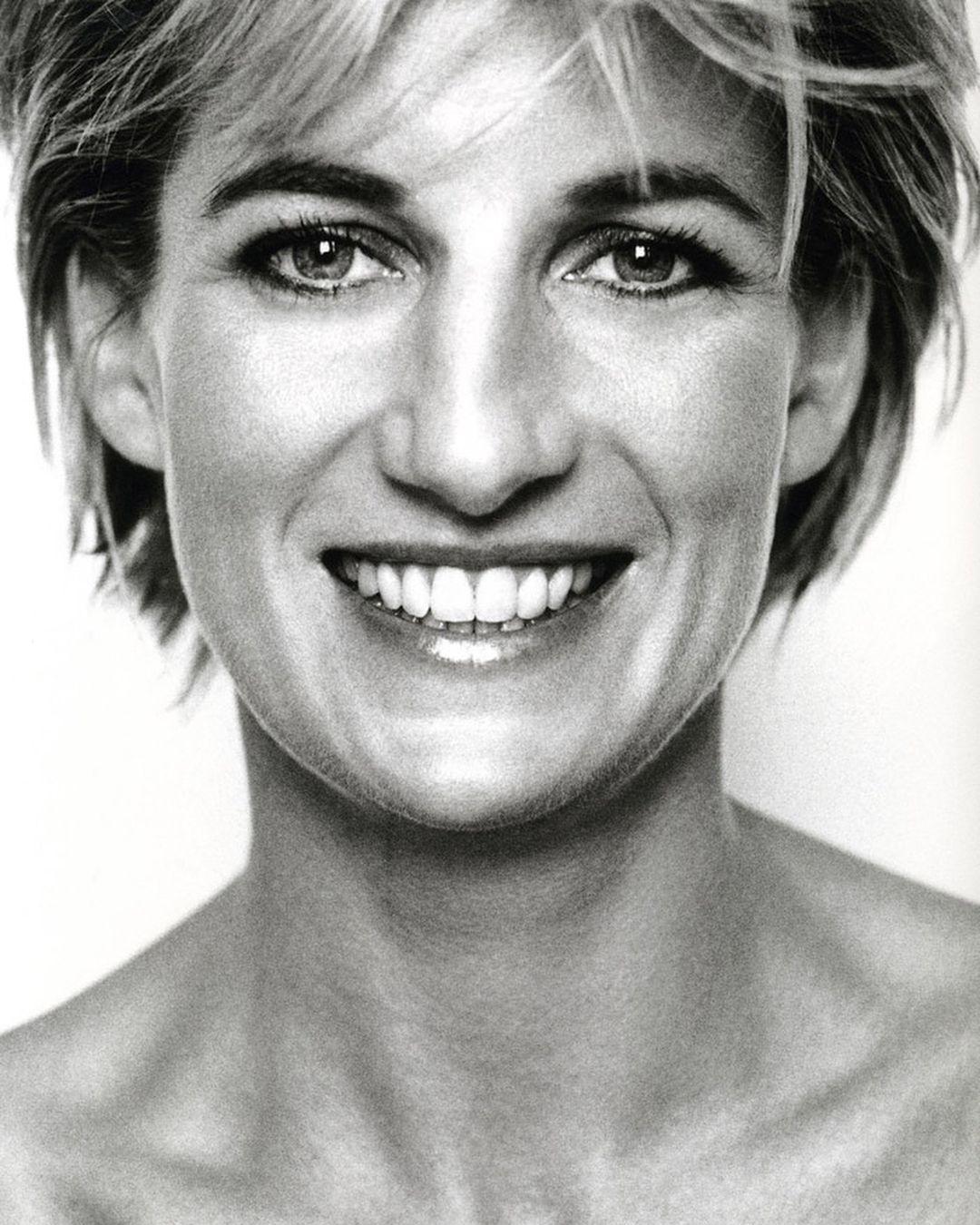 مجموعة صور للاميره ديانا خلال جلسة تصوير إلتقطها مصورها المفضله ماريو تيستينو الصوره الاخير الاميره ديانا مع المصور Princess Diana Diana Lady Diana Spencer