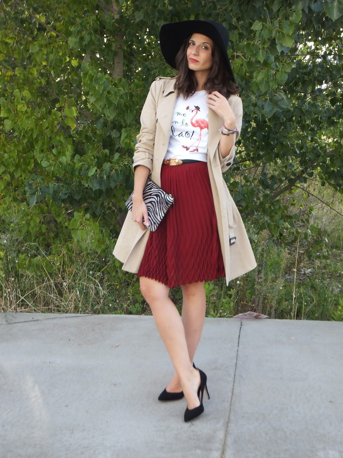 f5ede37d6 Fashion Bloggers. Look con falda midi plisada, pamela y trench o ...
