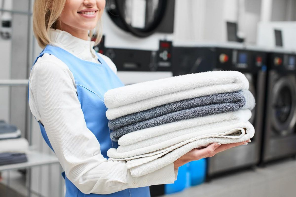 Al Bahhara Dubai Laundry Service Provides Ironing Steam Pressing