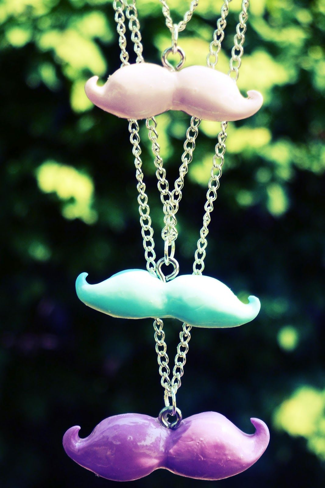 KNOW AND TELL CRAFTS: DIY MUSTACHE NECKLACES