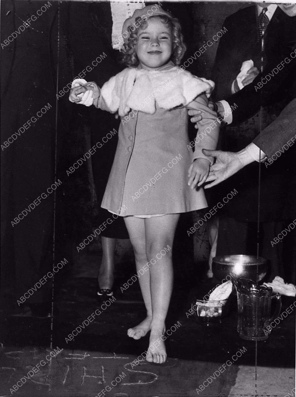 news photo Shirley Temple feet in cement Grauman's Chinese ...
