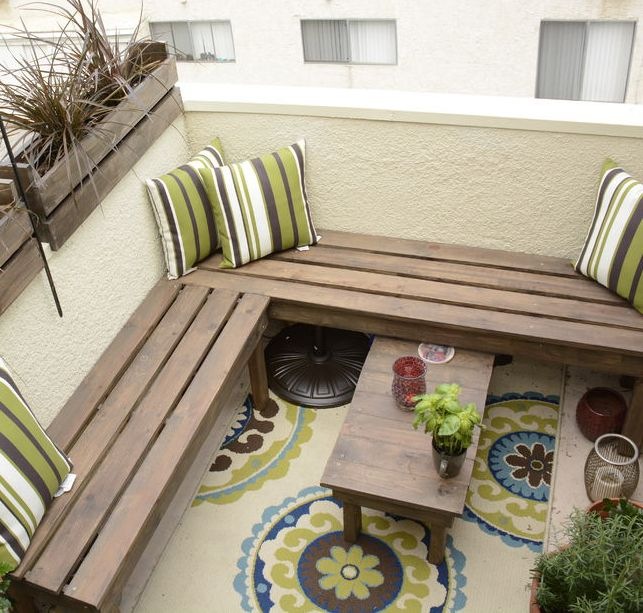 Lovely small balcony with #engineeryourspace inspired DIY outdoor benches - so cozy!