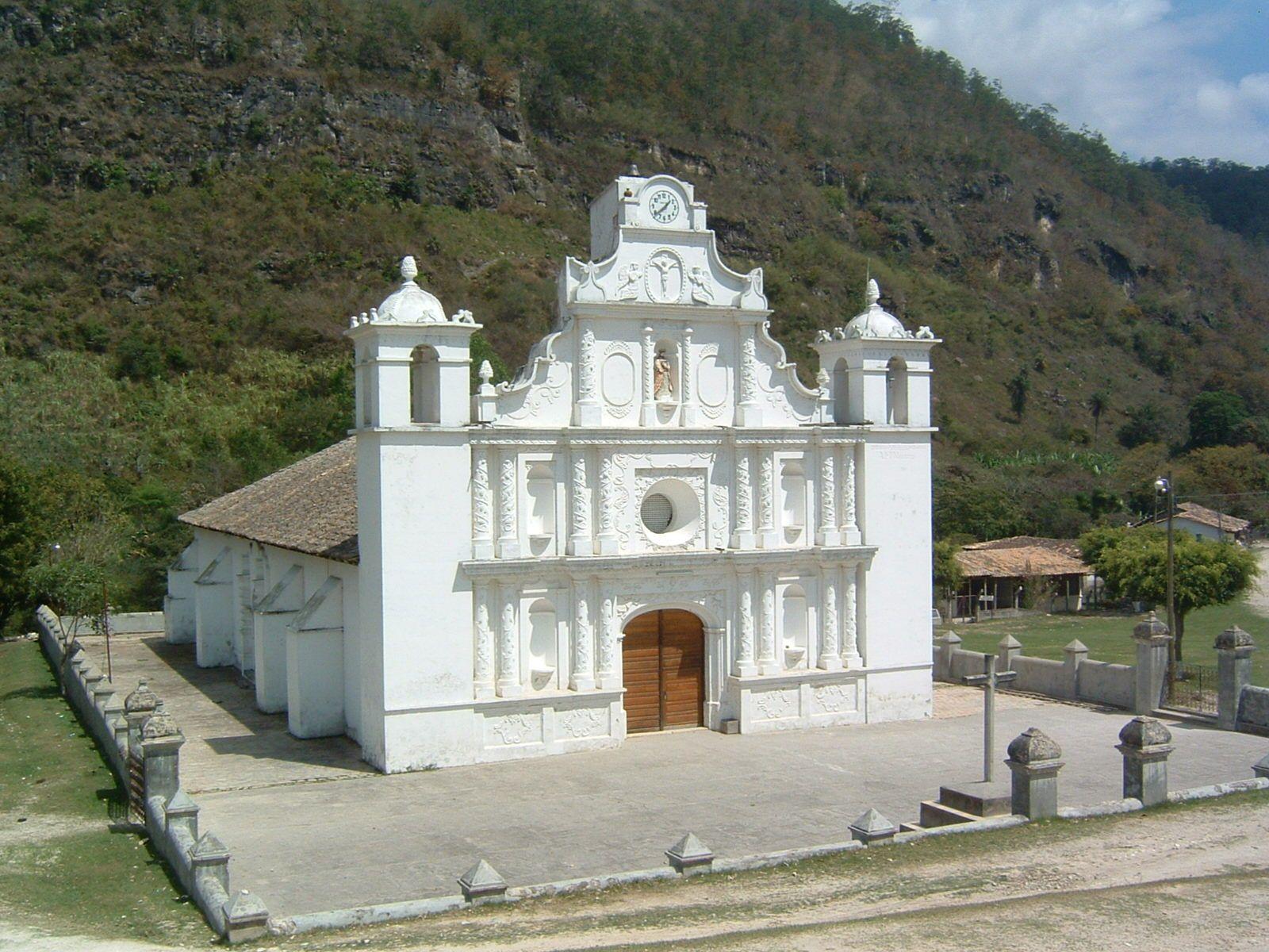 Iglesia en el municipio de La campa en el departamento de Lempira, una de  las mas antiguas | Roatan honduras, Most beautiful places, Honduras