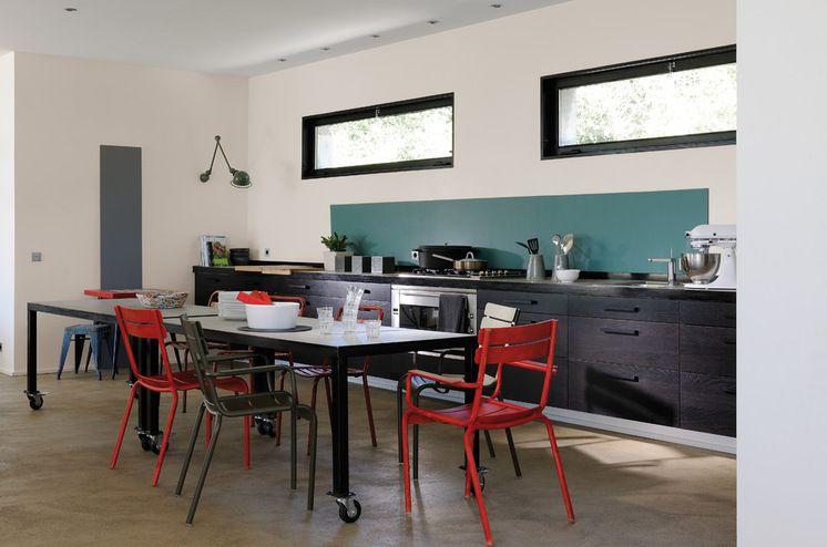 Contemporain Cuisine By Zolpan Sas Idee Deco Cuisine Interieur De Cuisine Deco Mur Cuisine