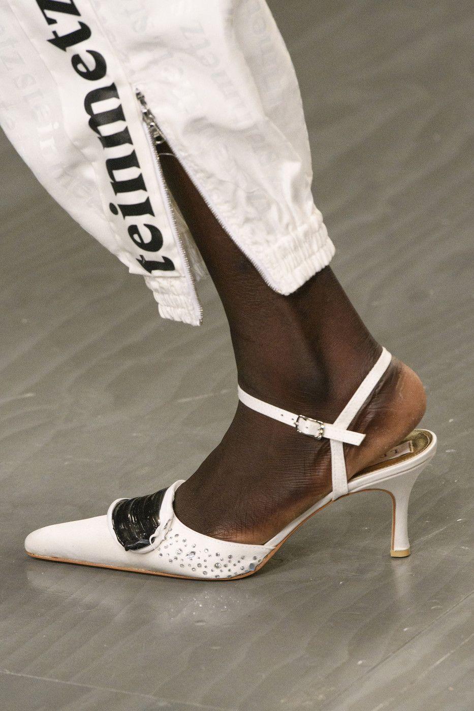 Faustine Steinmetz At London Fashion Week Spring 2018 Kitten Heel Shoes Womens Fashion Shoes Fabulous Shoes