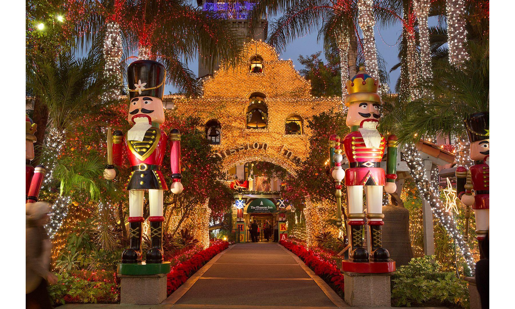 Best Holiday Light Displays Around the World DuJour