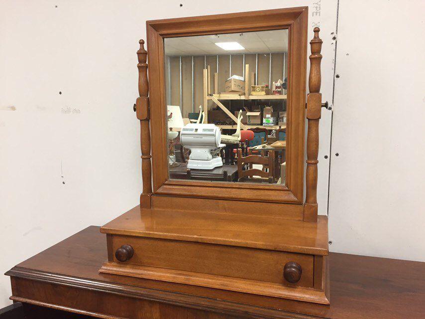 Vintage Ethan Allen Baumritter Maple Dresser Shaving Or Vanity