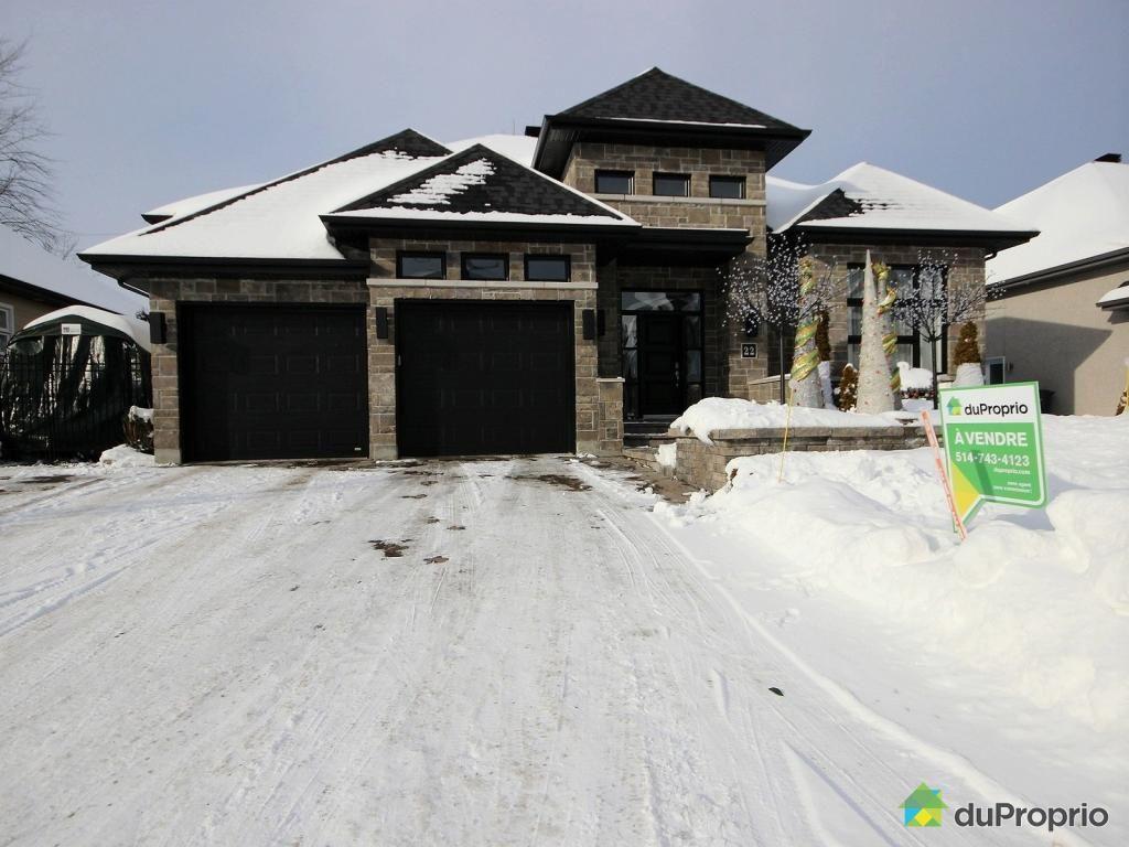 Jetez un coup d\'oeil à cette superbe propriété à vendre à Blainville ...