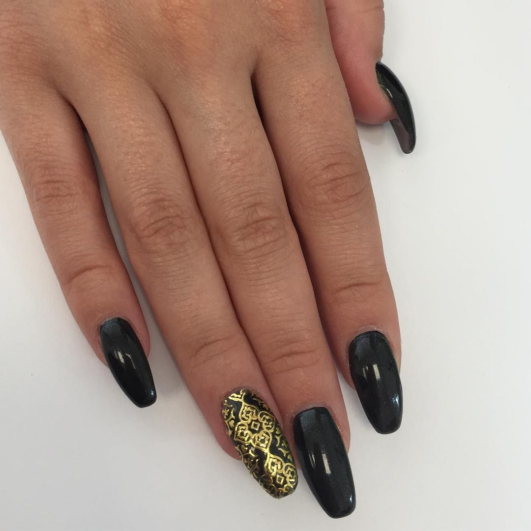 Nagelmodellage Farbgel Black und Metallic Sticker gold #Nägel ...