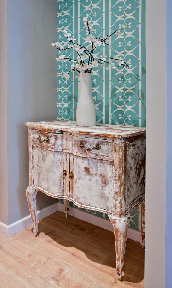 CONSEJO La combinación de muebles clásicos y papel de pared de