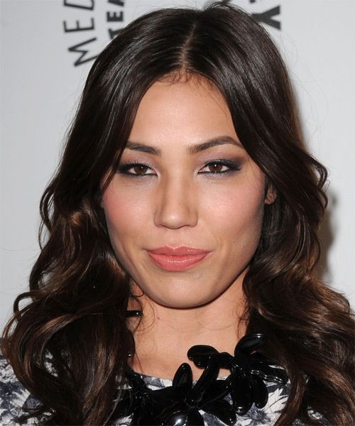 Photo of Michaela Conlin and her 2017 clean make up style, products & tips