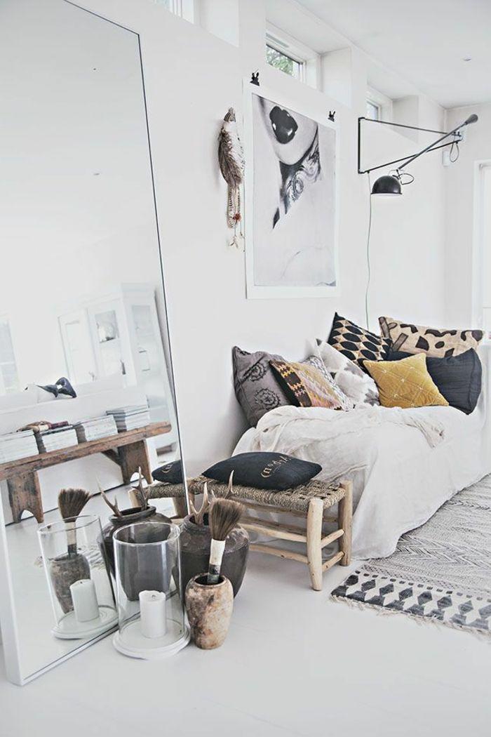 Originelle Weiße Wohnzimmer Dekoration   Großer Spiegel An Der Wand