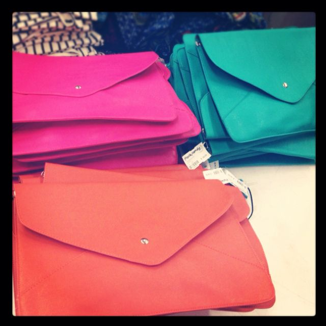 In love with these colorful #envelope #clutches. Coming soon to http://www.frockcandy.com