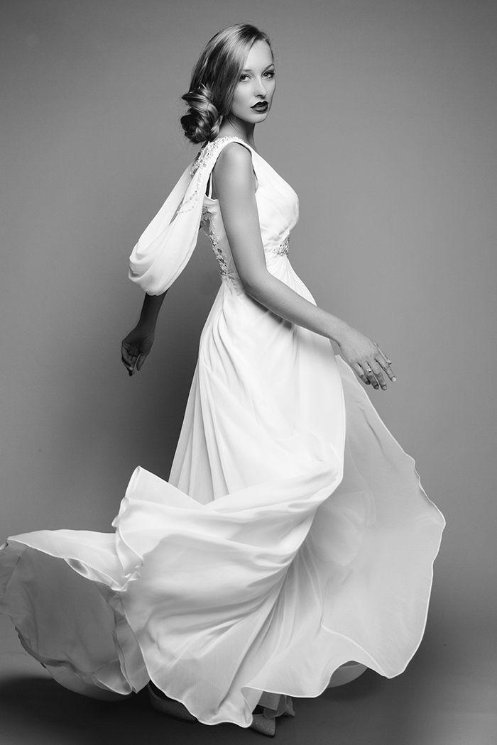 Moderne, schlichte Brautkleider | Friedatheres.com weddingdress ...