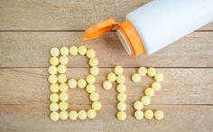 En este artículo cubriremos los síntomas y las causas de la deficiencia de vitamina B12, junto con algunos consejos fáciles para regularlo.