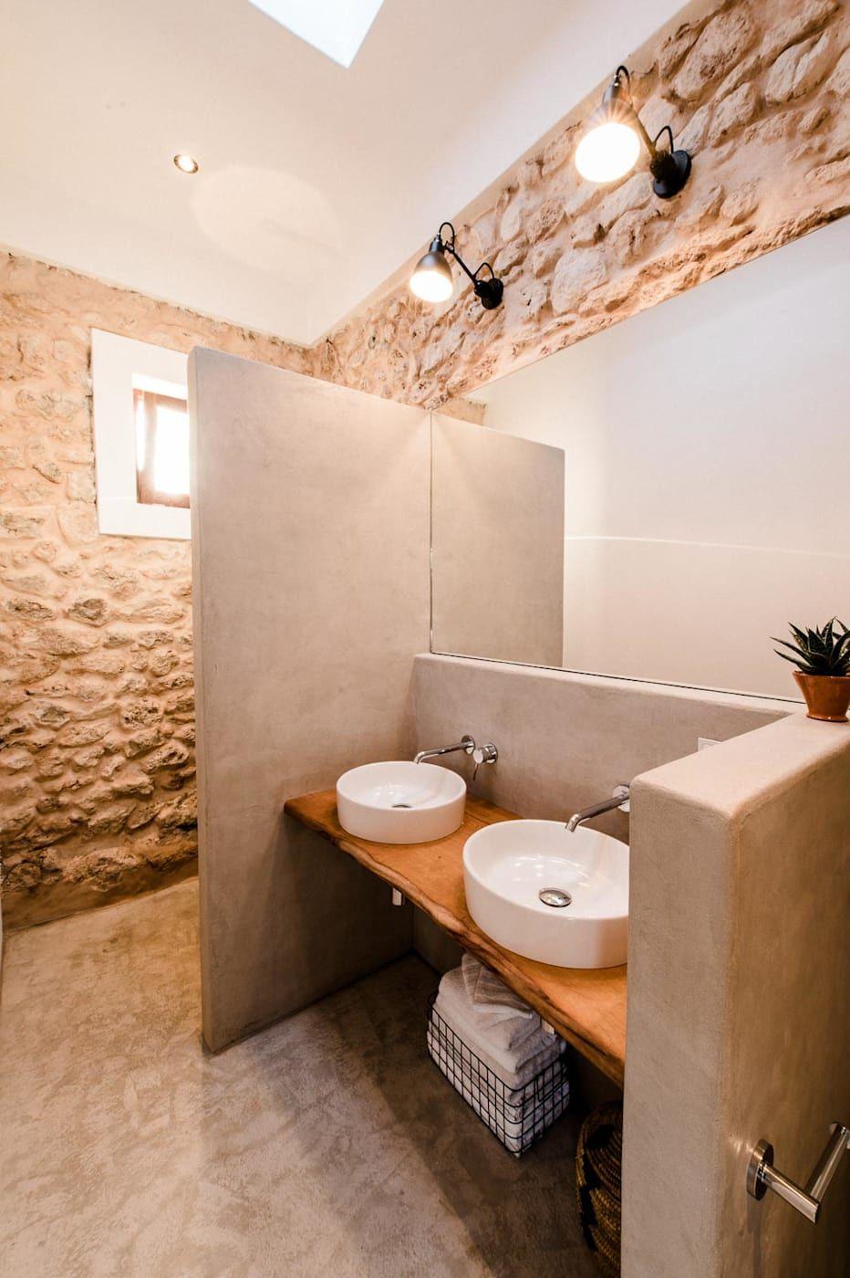 Mediterrane Badezimmer Von Ibiza Interiors Nederlandse Architect Ibiza Mediterran In 2020 Zeitgenossische Hauser Badezimmer Inspiration Und Badezimmer Mediterran