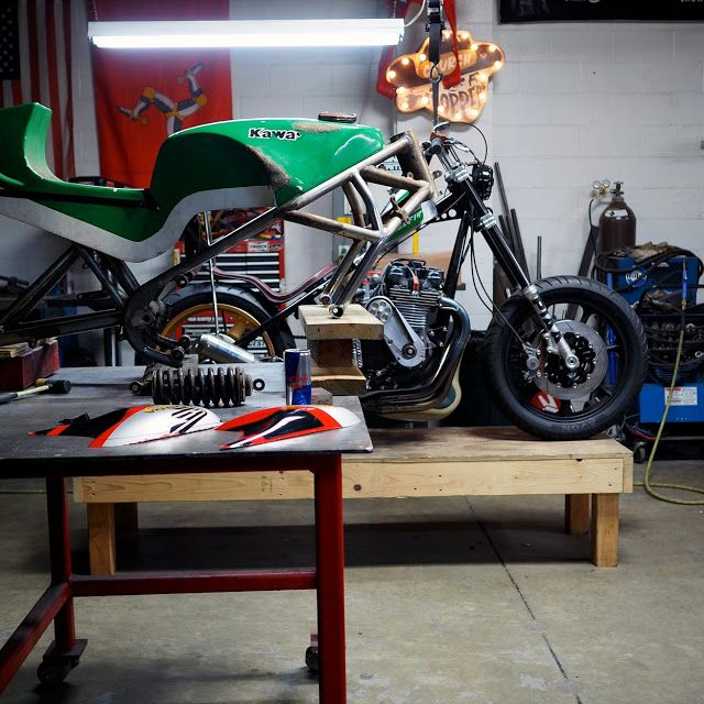 Kawasaki moto martin shop build moto preparation for Garage preparation moto