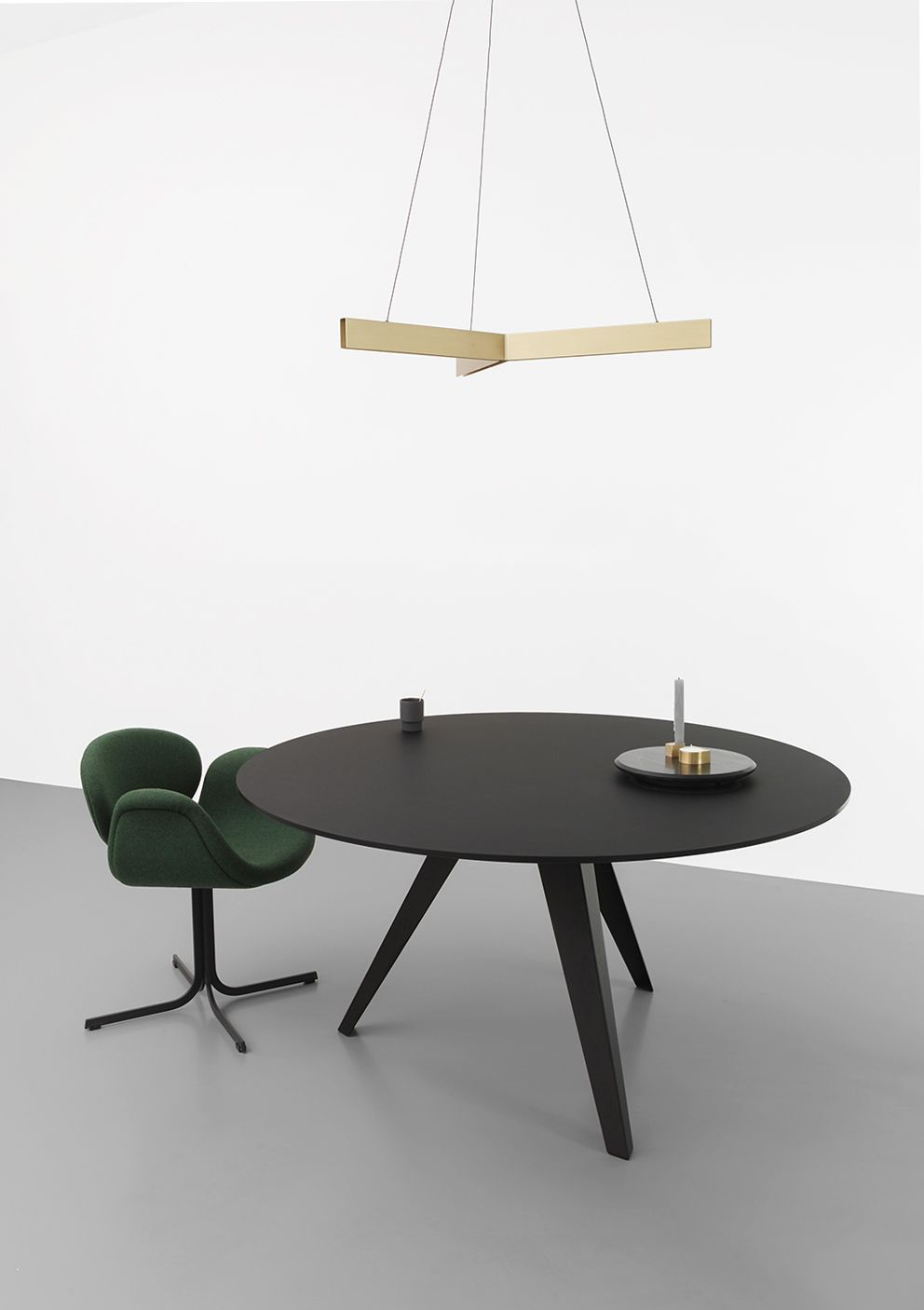 Ronde Eettafel Design.Belly Living In 2019 Eettafel Tafel Design En Interieur