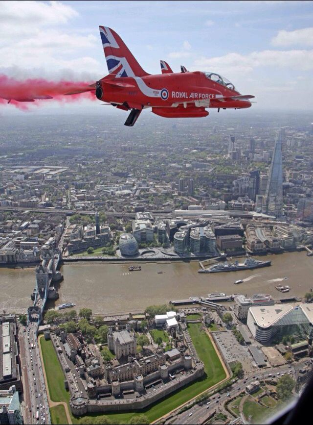 What a super pic taken yesterday at VE Day fly past By Red Arrows team photographer Adam Fletcher over #London @rafredarrows: Twitter