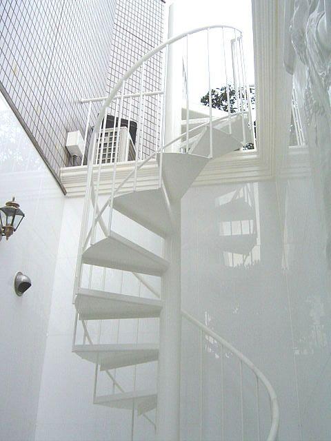 なんと ワンちゃん用の小型螺旋階段ですよ 螺旋階段 ハウスデザイン 家のインテリア