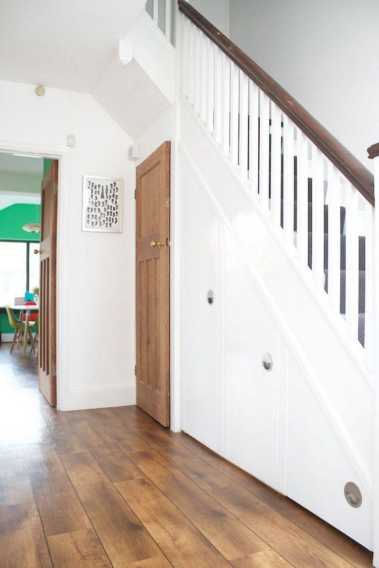 rangement sous escalier blanc et bois #design #interiors #space