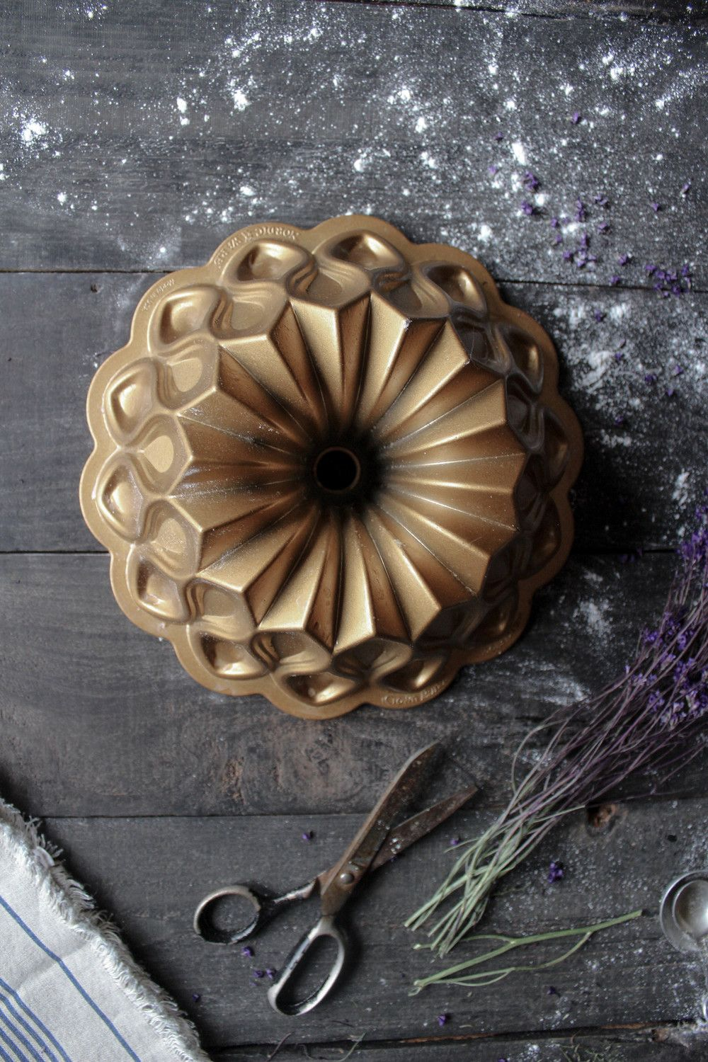 Williams Sonoma Daisy Cake Pan by Nordic Ware - 10 cup | Daisy ...