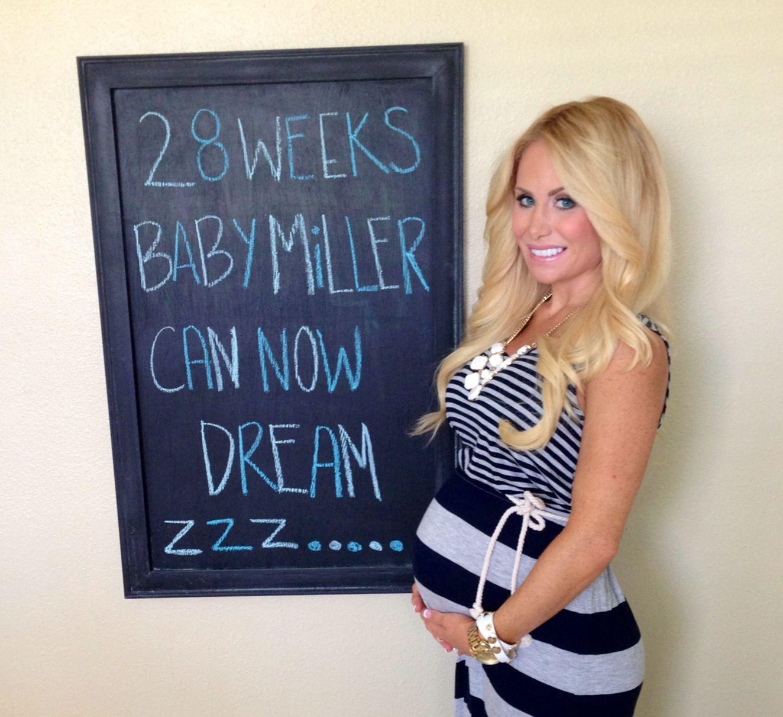 pregnancy style fashion pregnant maxi dress 28 weeks 7. Black Bedroom Furniture Sets. Home Design Ideas