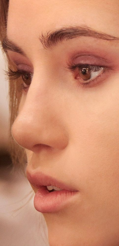 Smudges and brushstrokes - the Burberry A/W14 make-up look behind the scenes of the show