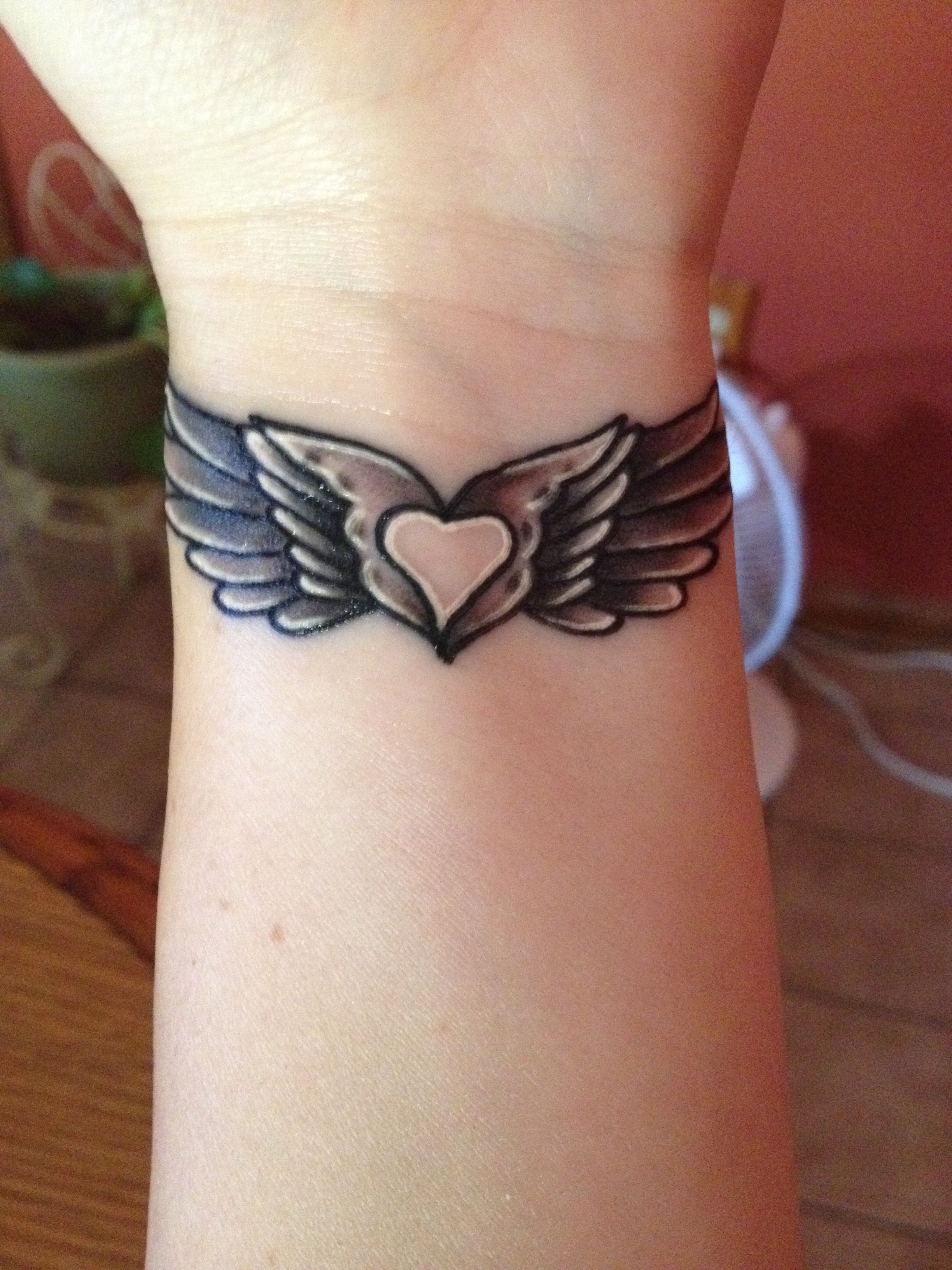 8349c9769 My angel wing tattoo with a heart in the middle | My Style | Wrist ...