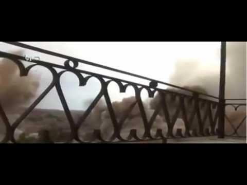 Helicóptero Francés deja caer bomba sobre Siria y el impacto es captado ...