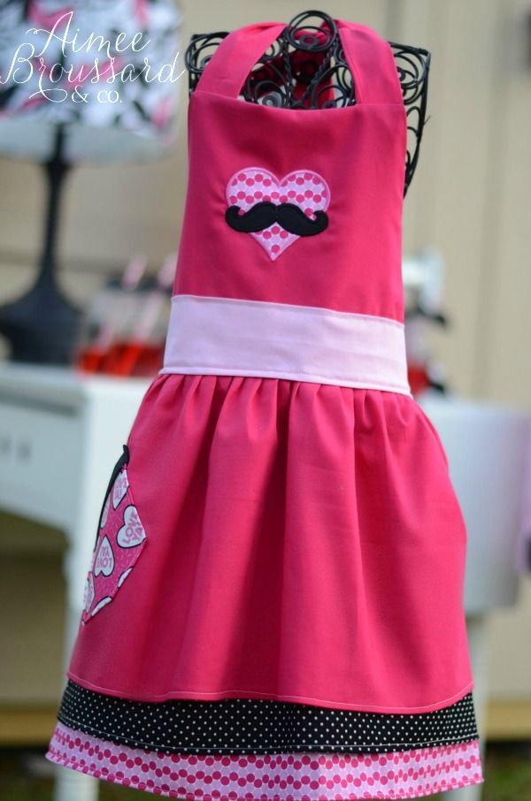 Valentine Aprons | Mustache Cake {Valentine How To}   Aimee Broussard ...