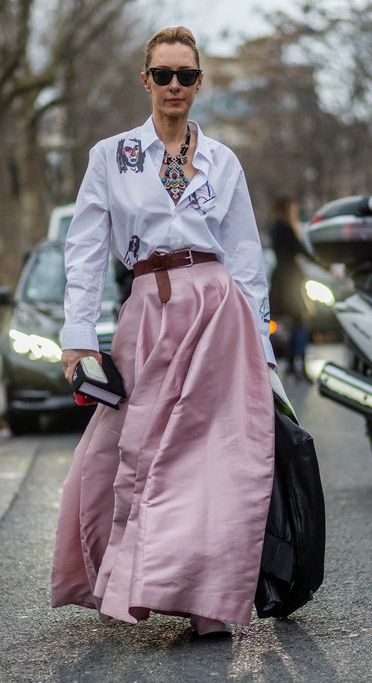 A blouse and skirt combo that's cool yet elegant.
