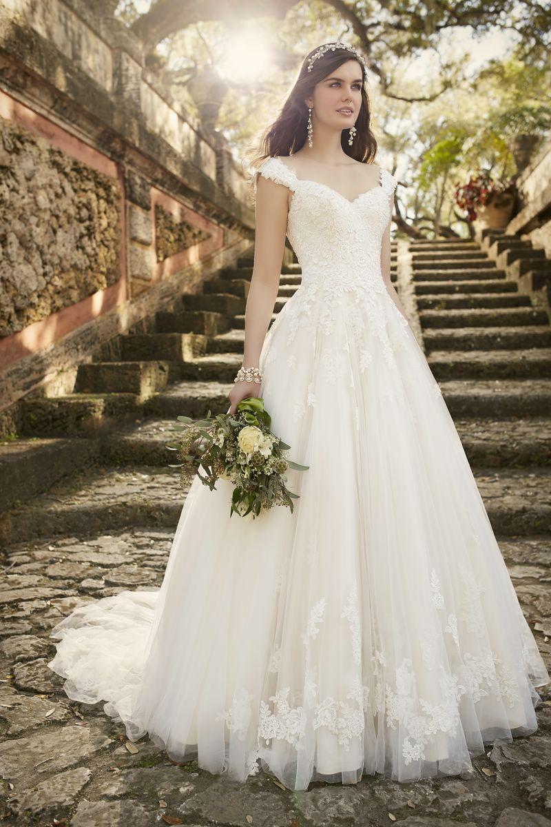 Lace cap sleeve a line wedding dress  Essense Brautkleider kaufen in München bei Brautmode Svetlana