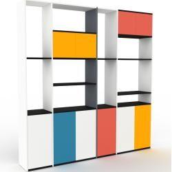 Photo of Wohnwand Weiß – Individuelle Designer-Regalwand: Türen in Weiß – Hochwertige Materialien – 229 x 233