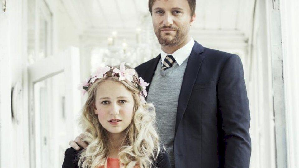 Diese Hochzeit sorgt für Entsetzen: Gestern feierten Thea und Geir die erste Kinderheirat Norwegens.