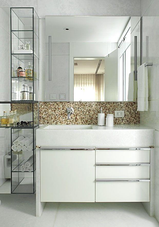 17 banheiros incríveis com acessórios e prateleiras de vidro  Casa  decoraç -> Decoracao Banheiro Acessorios