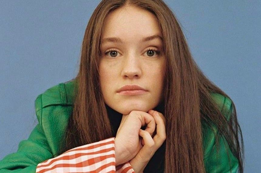 Sigrid Premieres New Song Plot Twist Singer Good Music Face Expressions