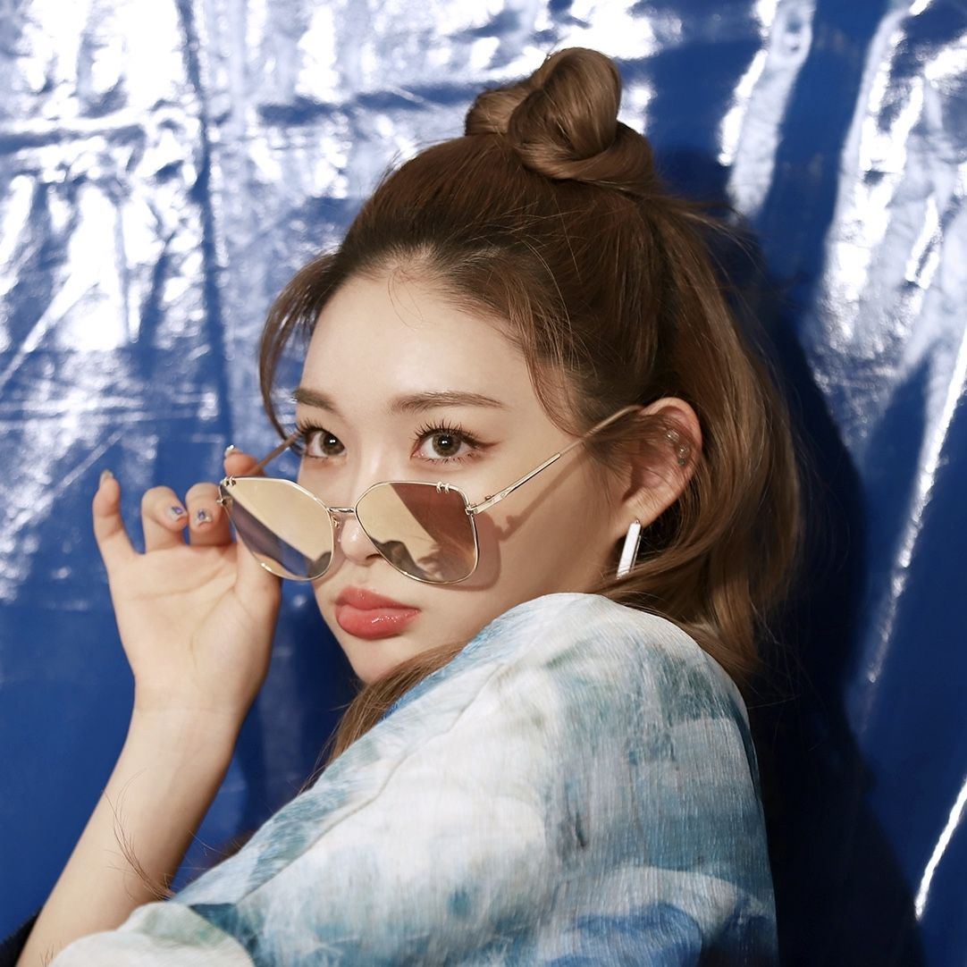 Pin By Jungvalno On Chungha In 2020 Kpop Girls Cat Eye Sunglasses Kpop