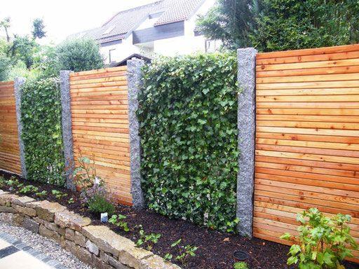efeuhecke an granitstelen mit sichtschutz aus holz - mobilane, Gartengestaltung