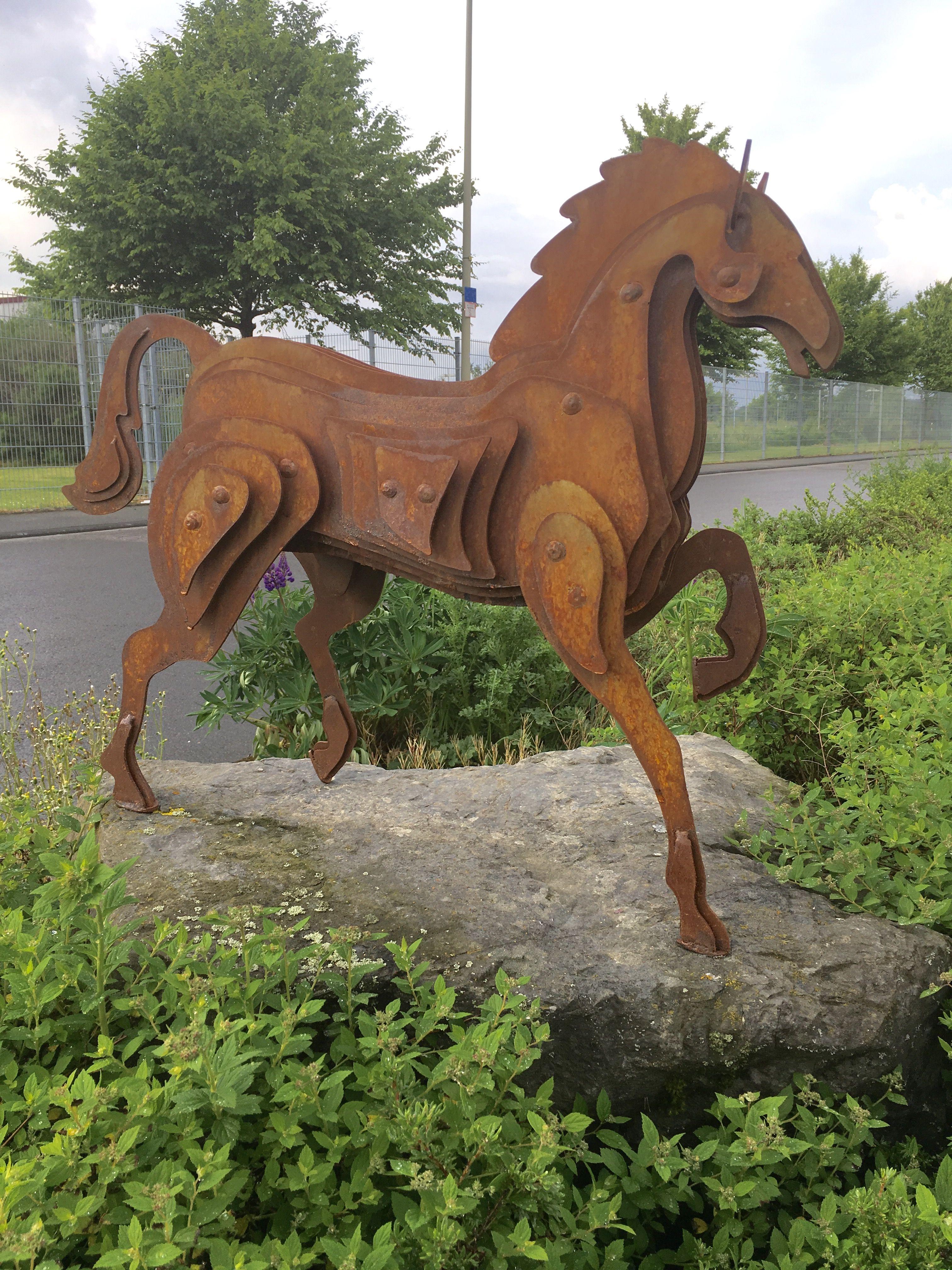 pin von realsteeldesign auf pferd skulptur metall stahl rost kunst design garten figur kunst